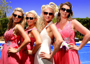 Pic::Bride & bridesmaids, ready for the OFF!  To Sa Flama beach